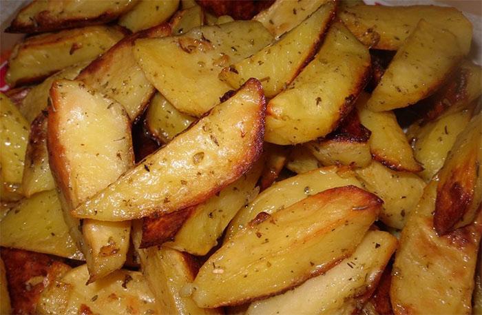 Рецепт Запеченный дольками картофель