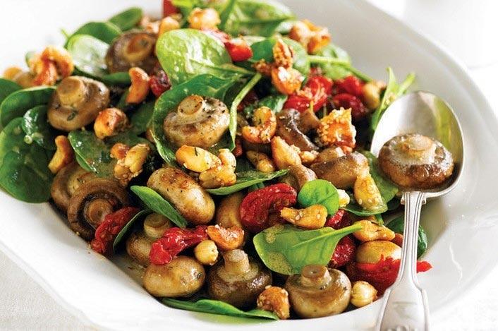 Рецепт Салат из шампиньонов, вяленых томатов и кешью