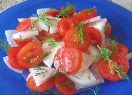 Рецепт Салат из редьки с помидорами черри