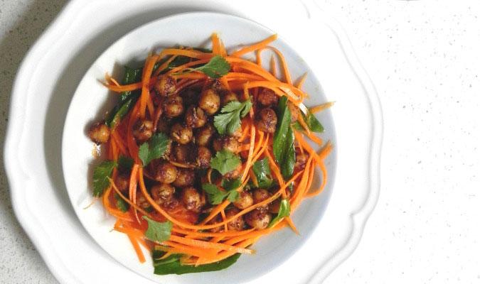 Рецепт Салат из пряного нута и свежей моркови