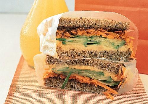Рецепт Сэндвич с хумусом и морковью