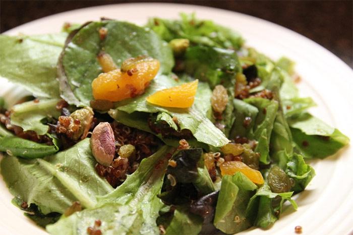 Рецепт Салат с абрикосами и фисташками