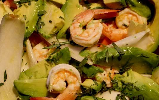 Рецепт Салат с авокадо, креветками и эндивием