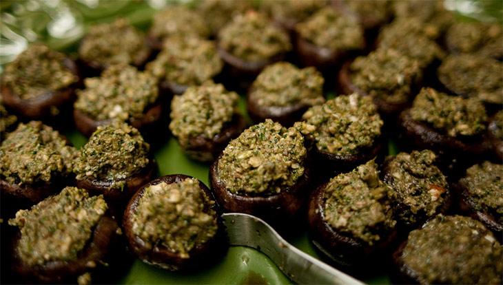 Рецепт Запеченные шампиньоны фаршированные орехами