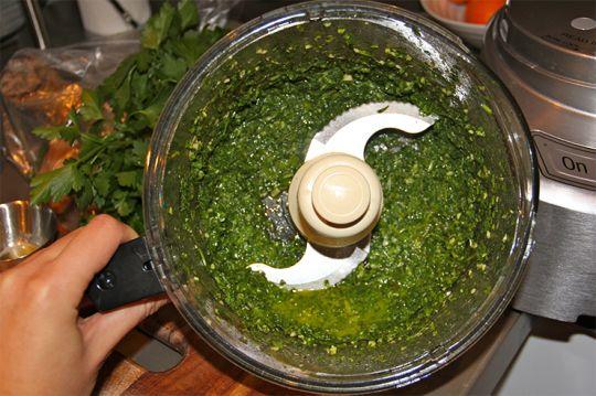 Тофу-кебаб с соусом из кинзы