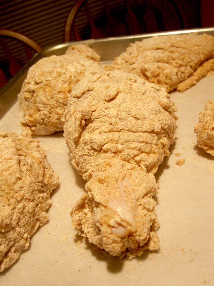 Запеченные куриные бедрышки в панировке