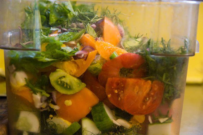 Заливное из томатов с базиликом