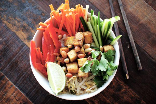 Рецепт Вьетнамский салат с рисовой лапшой и тофу