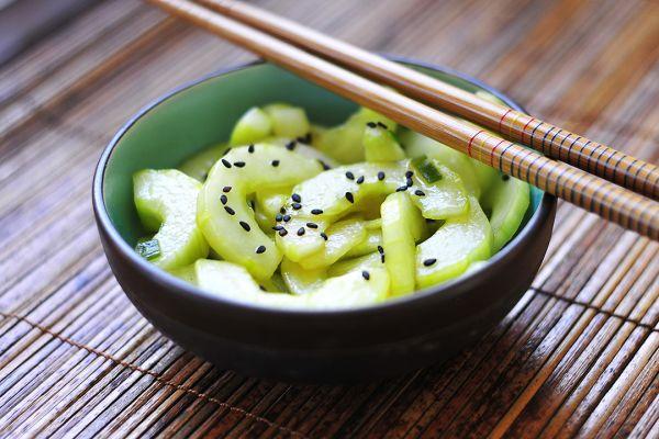 Рецепт Сладко-кислый салат из огурцов