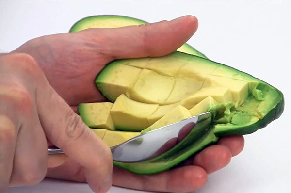 Как правильно и быстро очистить и нарезать авокадо