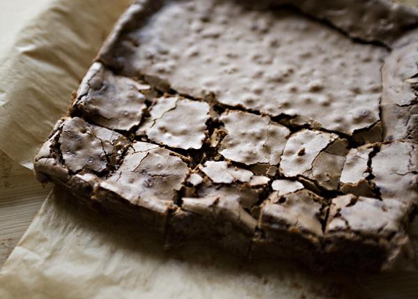 Шоколадный пирог Брауни с грецкими орехами