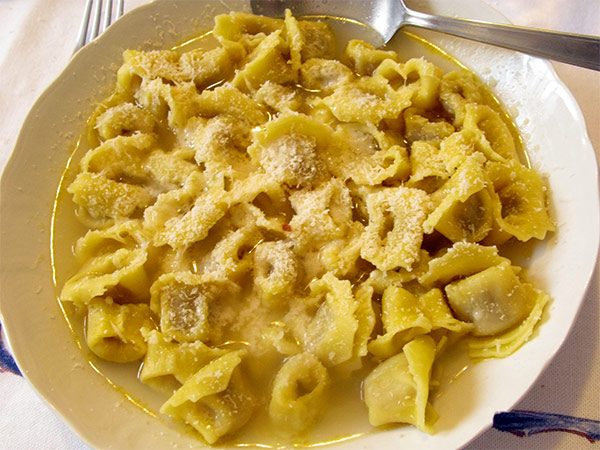 Рецепт Итальянские тортеллини с мясом и сыром в бульоне