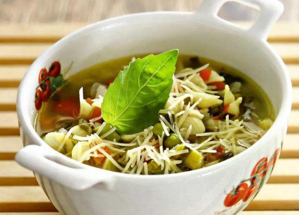 Рецепт Итальянский суп минестроне с беконом и спаржей