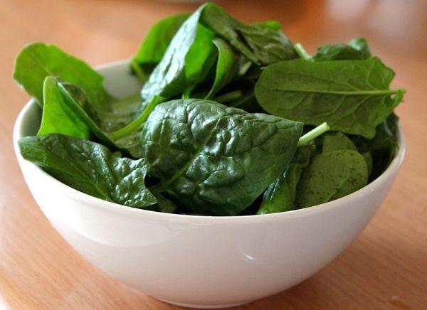 Теплый салат из говяжей печени со шпинатом