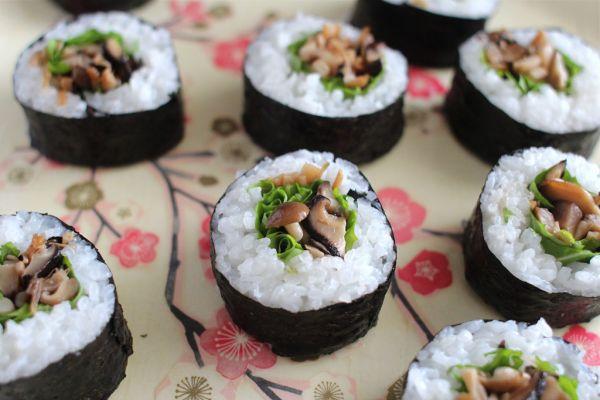 Рецепт Вегетарианские суши с грибами в бульоне даши