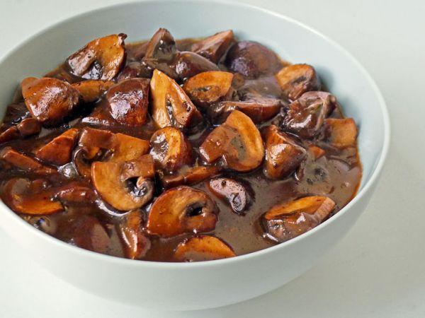 Рецепт Грибной соус из шампиньонов и красного вина