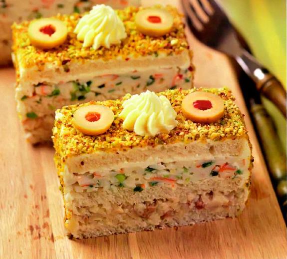 Рецепт Бутербродный торт с сельдью и крабовыми палочками