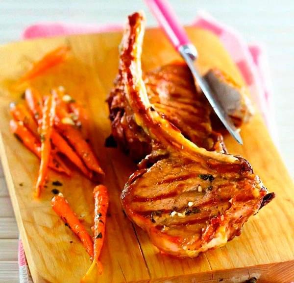 Рецепт Свинина на косточке с тушеной морковью