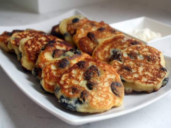 Рецепт Вкусные сырники из творога с изюмом