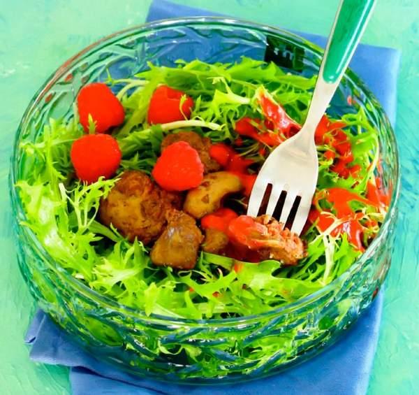 Рецепт Салат из куриной печени с малиновым соусом