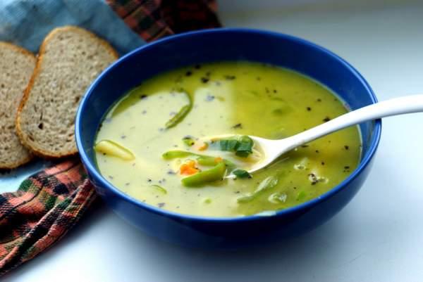 На обед поданы супы горячие