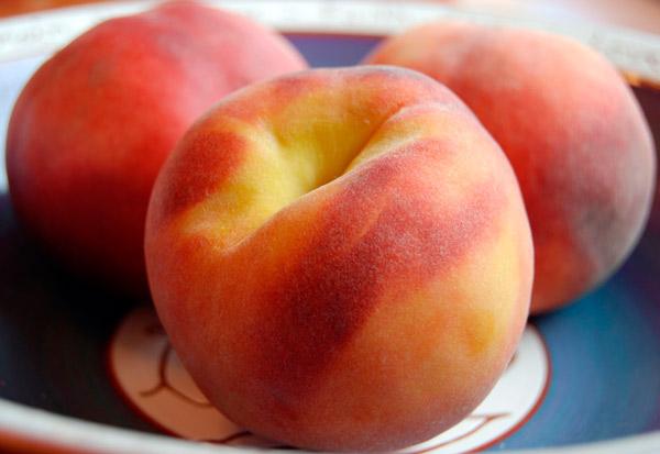 Самбук с персиками