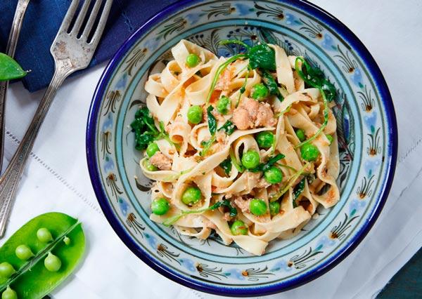Рецепт Паста с икрой сельди и горошком