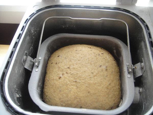 Ржаной хлеб в хлебопечке с кофе и тмином