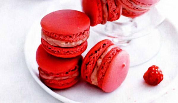 Рецепт Французское миндальное печенье «Макарон» с кремом ганаш из белого шоколада, сливок и малины