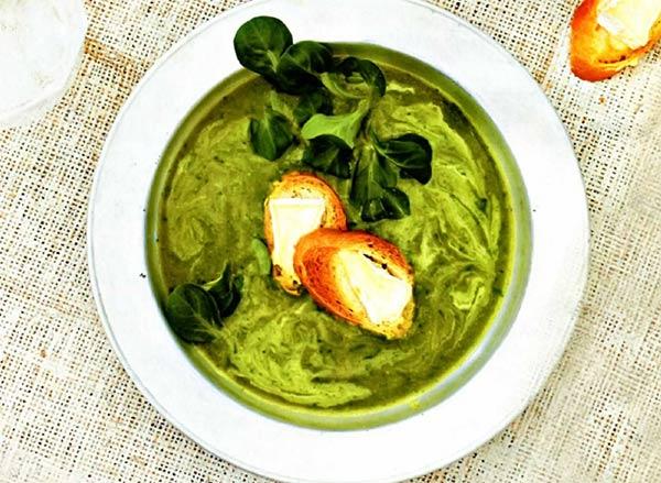 Рецепт Нежный сырный крем суп с хрустящими гренками со сливками и картофелем