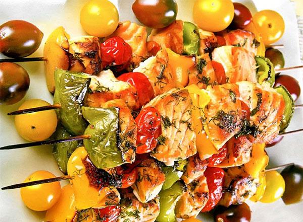 Рецепт Шашлык из семги c овощами и маринадом на решётке. Приготовление   блюда