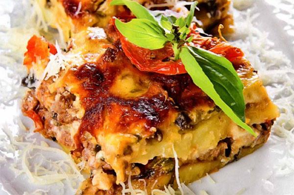 """Рецепт Сытная запеканка """"Мусака"""" с баклажанами и картофелем и мясом по гречески"""