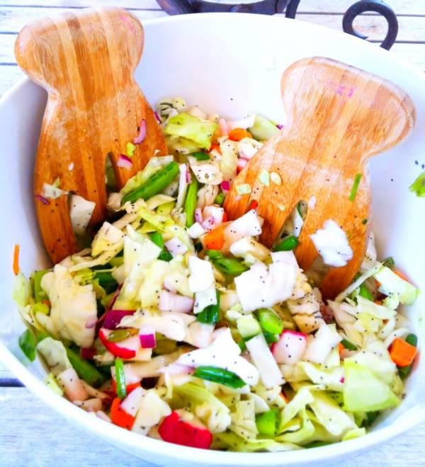 Рецепт Салат из свежей капусты с морковью, орехами и цитрусовой заправкой
