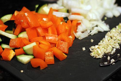 Овощное рагу с кабачками, нутом и эдамаме