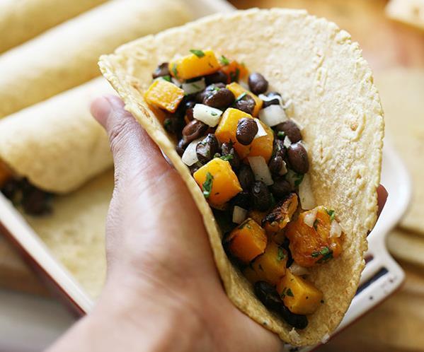 Мексиканские энчиладос с черной фасолью и тыквой