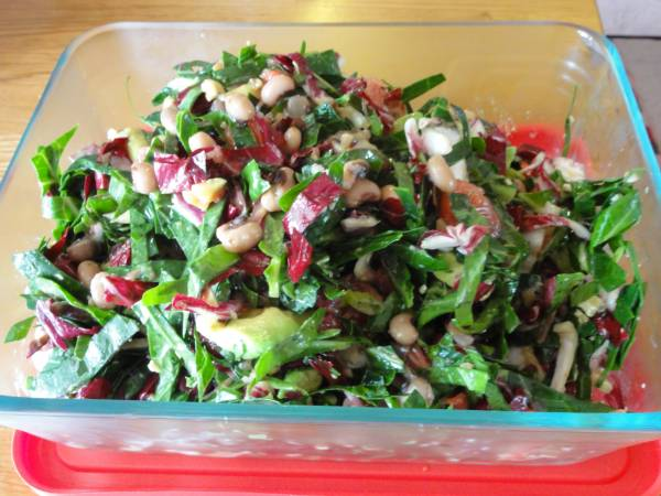 Рецепт Салат из свежей капусты с грейпфрутом, бобами и орехами