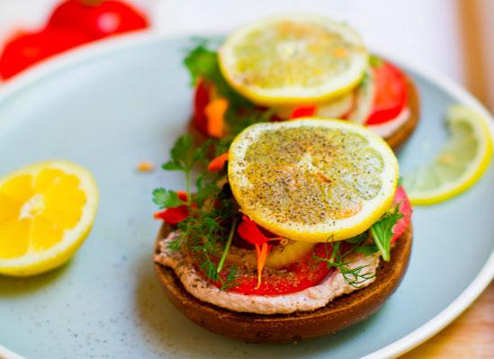 Вкусные бутерброды с помидорами