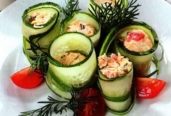 Рецепт Огуречные рулетики с острым салатом