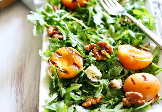 Рецепт Салат с абрикосами на гриле и горгонзолой