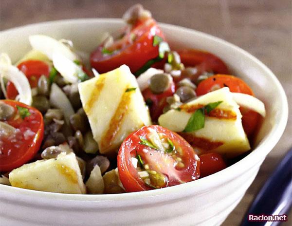 Рецепт Теплый салат Халуми из чечевицы с сыром халуми и помидорами