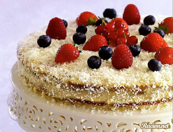 Рецепт Ягодный торт с кокосовым кремом