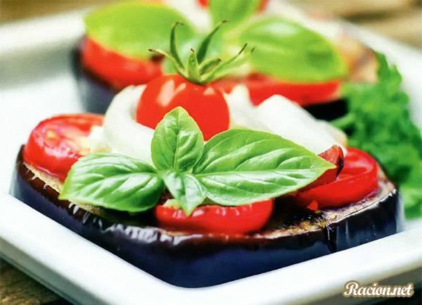 Рецепт Баклажаны, запеченные с помидорами и сыром