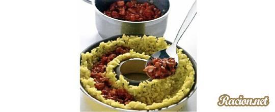 Рисовое кольцо, фаршированное рыбной начинкой
