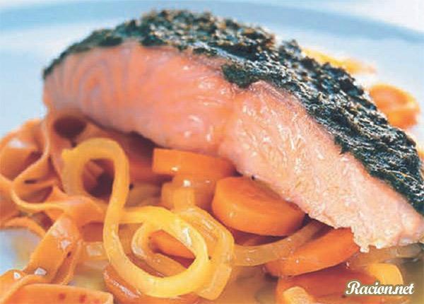 Рецепт Норвежская запеченая семга с соусом песто и морковью