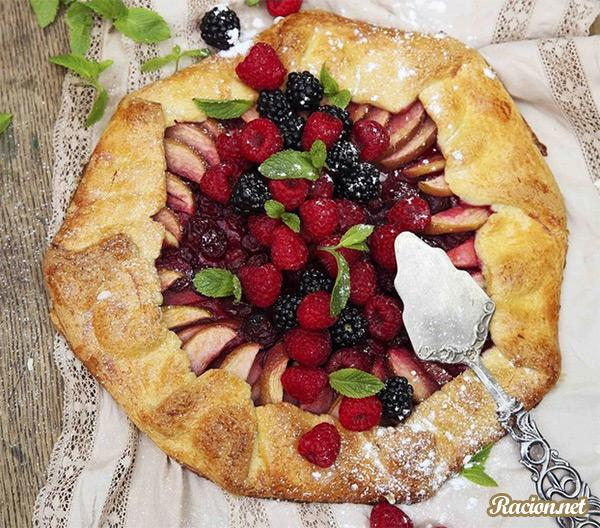 Рецепт Французский открытый пирог с фруктами и ягодами