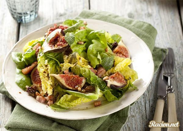 Рецепт Салат с беконом, инжиром и кедровыми орешками