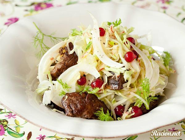 Рецепт Салат из печени курицы с капустой и яблоком