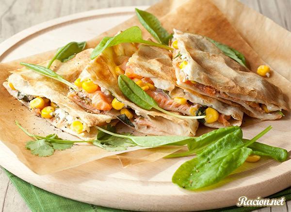 Рецепт Кесадилья со шпинатом и лососем
