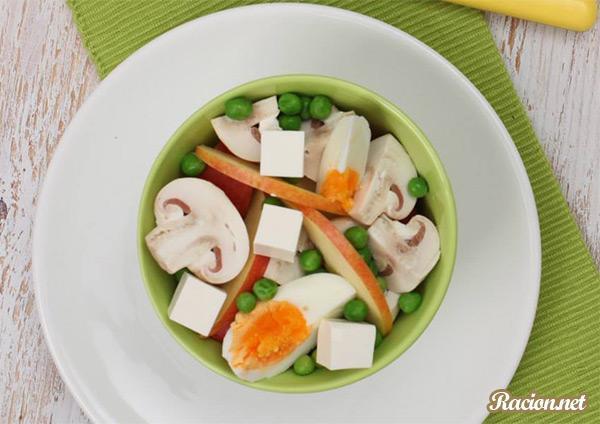 Рецепт Салат с шампиньонами и сыром фетакса