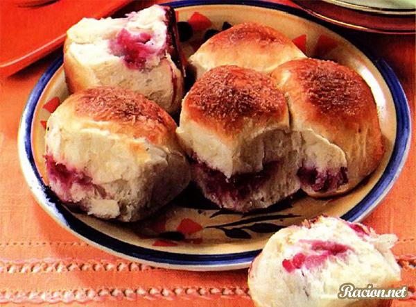 Рецепт Дрожжевые булочки с вишней